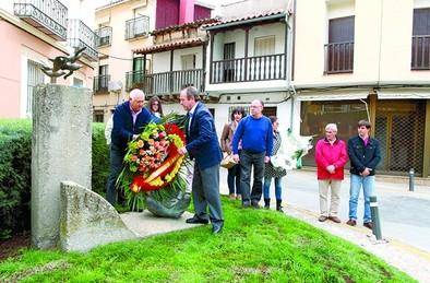 los alcaldes leales, nobles y honestos con la DEMOCRACIA honran a Suarez